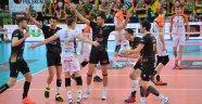 Polonya'da Skra Belchatow seriyi 2-0 yaptı...
