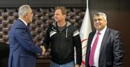 TVF, Carlos Galletti ile devam dedi...