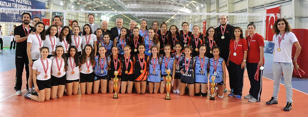 Festival Voleybol Minik Kızlarda Şampiyon: Karayolları