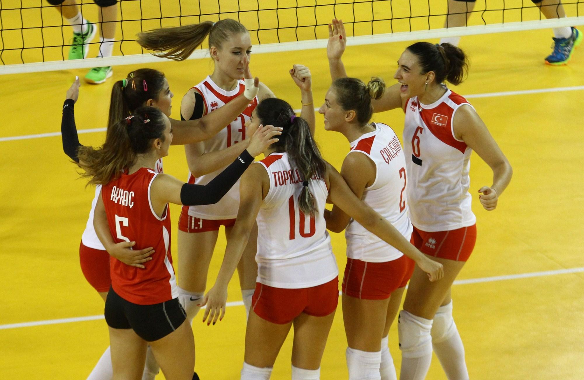 Genç Kızlar Balkan Şampiyonası'nda yarı finale yükselmeyi garantiledik